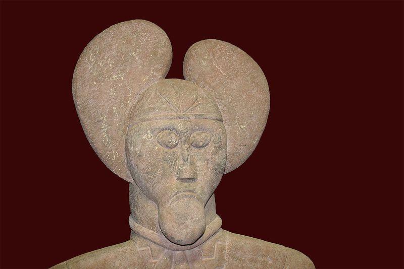 """Vers 500-450 av. J.-C.Statue dite """"Prince de Glauberg"""",  découverte dans les 1990s (image sous CC wikipedia)"""