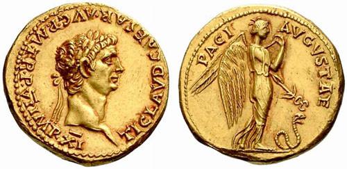 Auréus d'or présentant Claude. On peut y lire : TI CLAVD CAESAR AVG P M TR P VI IMP XI  (Claude, imperator 11 fois)