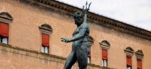 Slate / Facebook censure une statue de Neptune, jugée indécente