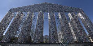 Actualitté / Contre la censure, l'artiste Marta Minujín construit un Parthénon de livres