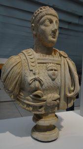 Le saviez-vous : on possède un papyrus avec un fragment de l'écriture d'un empereur romain ?