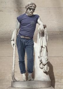 Des sculptures du Louvre relookées façon hipster « Plein Ecran
