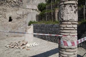 Un pan de mur s'écroule à Pompéi