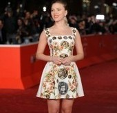 "Le look ""antique"" de Scarlett Johansson"