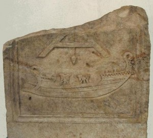 Un navire de guerre romain équippé de deux catapultes ?