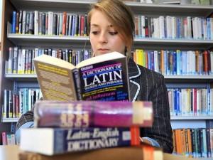 Le latin fait un (surprenant) retour en force à l'école... en Angleterre