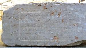 The Petrified Muse / La mystérieuse épitaphe d'un homme pauvre à Tarragone