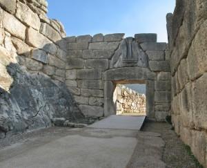 Greek Reporter / Des archéologues grecs et américains découvrent des vestiges d'un trône mycénien