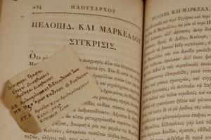News.wustl.edu/ sur cette photo, une note manuscrite (en grec ancien) de Thomas Jefferson sur une des vies de Plutarque