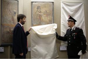 Roma Aeterna / Biens archéologiques récupérés par les carabiniers : des trésors d'une tombe peinte de Paestum