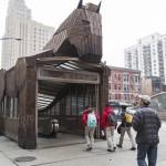 Réenchantons le quotidien avec l'Antiquité : Quand une station de métro devient le cheval de Troie