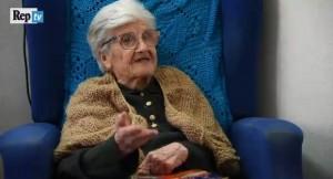 Repubblica / La prof centenaire continue à donner des cours de latin et de grec gratuitement !