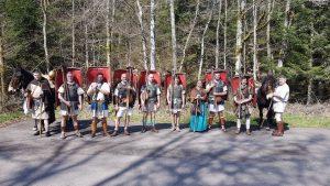 France Info / Huit passionnés d'histoire traversent le Morvan en sandales et en tenue de légionnaire romain
